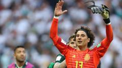 Indosport - Kiper Meksiko, Guillermo Ochoa usai pertandingan Jerman vs Meksiko, Minggu (17/06/18).