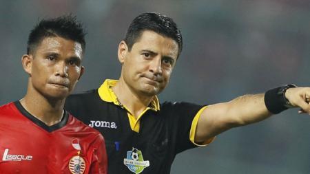 Wasit pemimpin laga Jerman vs Meksiko di Piala Dunia 2018, Alireza Faghani saat berkarier di Liga 1 2017. - INDOSPORT