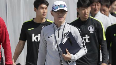 Pelatih Timnas Korea Selatan, Shin Tae-yong dalam sesi latihan jelang kontra Swedia di Grup F Piala Dunia 2018, Senin (18/06/18). - INDOSPORT