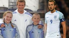 Indosport - David Beckham bersama Harry Kane sewaktu kecil.