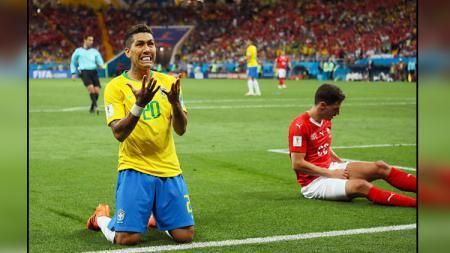 Roberto Firmino (kiri), striker Timnas Brasil.