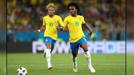 Willian (kanan) dan Neymar, dua pemain bintang Timnas Brasil. - INDOSPORT