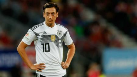 Mesut Ozil dalam laga perdana Grup F, Jerman vs Meksiko, Minggu (17/06/18). - INDOSPORT