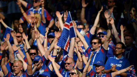 Fans Islandia saat menyaksikan laga Argentina vs Islandia di Piala Dunia 2018, Sabtu (16/06/18), Stadion Spartak, Moscow. - INDOSPORT