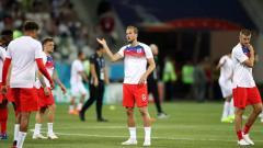 Indosport - Pemain Timnas Inggris berusaha menghindari serangan nyamuk saat pemanasan sebelum laga lawan Tunisia di Piala Dunia 2018.