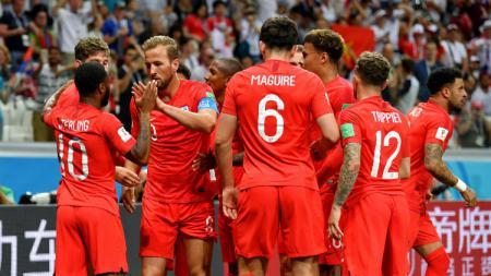 Skuat Timnas Inggris merayakan gol Harry Kane ke gawang Tunisia, dalam laga Grup G Piala Dunia 2018, Selasa (19/06/18). - INDOSPORT
