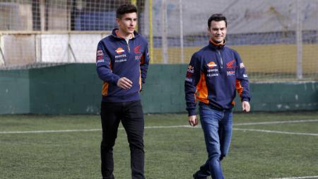 Marc Marquez dan Dani Pedrosa, dua pembalap MotoGP di tim Repsol Honda. - INDOSPORT