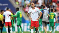 Indosport - Penyerang Timnas Polandia, Kamil Grosicki, saat kalah dari Senegal di Piala Dunia 2018.