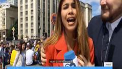 Indosport - Reporter Piala Dunia 2018 asal Kolombia, Julieth Gonzalez, mendapatkan pelecehan saat melaporkan berita.