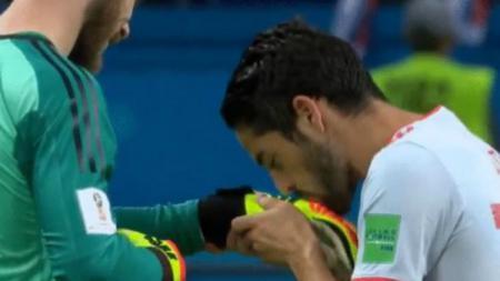 Isco Mencium Sarung Tangan David de Gea Usai Laga Spanyol vs Maroko di Piala Dunia 2018 - INDOSPORT