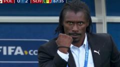 Indosport - Aliou Cisse mencuri perhatian netizen di berbagai belahan dunia yang menyaksikan Piala Dunia 2018
