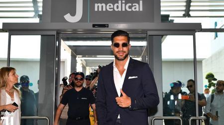 Emre Can saat tiba di J Medical untuk tes medis. - INDOSPORT