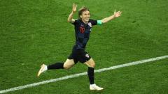 Indosport - Luka Modric selebrasi usai laga Argentina vs Kroasia di Piala Dunia 2018.