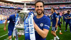 Indosport - Cesc Fabregas cukup berperan dalam memberikan gelar Piala FA untuk Chelsea di musim 2017/18.