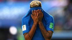 Neymar tampak kecewa pasca penalti untuk Brasil dibatalkan di ajang Piala Dunia 2018.