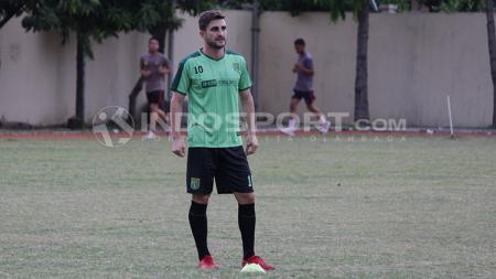 Robertino Pugliara saat melakukan sesi latihan bersama Persebaya. - INDOSPORT