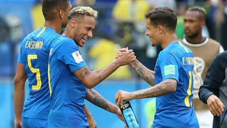 Neymar dan Philippe Coutinho, dua pemain bintang Timnas Brasil. - INDOSPORT