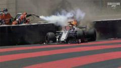 Indosport - Mobil Marcus Ericsson terbakar saat FP2 GP Prancis 2018