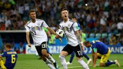 Indosport - Marco Reus merayakan golnya ke gawang Swedia.