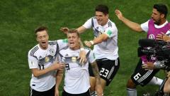 Indosport - Timnas Jerman merayakan gol kedua yang dicetak Toni Kroos ke gawang Swedia.
