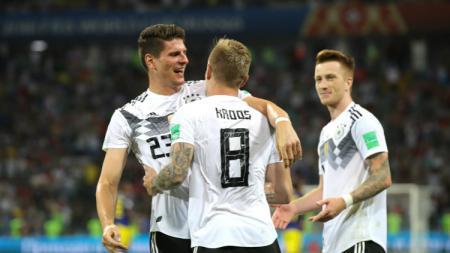 Timnas Jerman merayakan gol kedua yang dicetak Toni Kroos ke gawang Swedia. - INDOSPORT