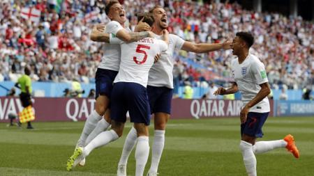 Skuat Inggris merayakan gol John Stones ke gawang Panama. - INDOSPORT