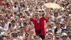 Indosport - Semarak suporter Timnas Inggris di Rusia