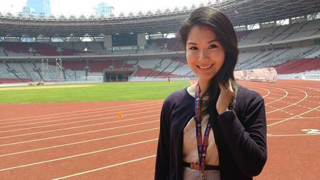 Liana Tasno saat pengambilan sesi foto di Stadion GBK. - INDOSPORT