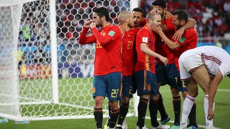 Isco bersama para pemain Spanyol merayakan gol. - INDOSPORT