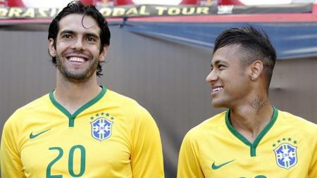 Kaka dan Neymar saat membela Timnas Brasil. - INDOSPORT