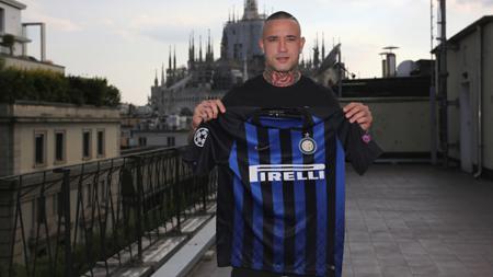 Radja Nainggolan resmi ke Inter Milan. - INDOSPORT