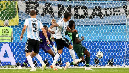 Marcos Rojo mencetak gol kemenangan Argentina atas Nigeria di Piala Dunia 2018. - INDOSPORT