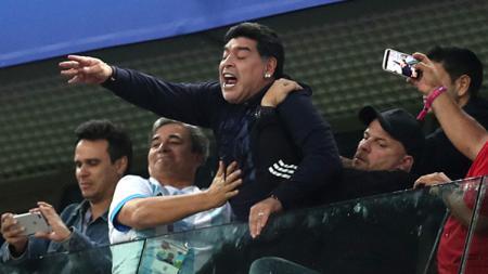 Ekspresi Diego Maradona usai Argentina menang. - INDOSPORT