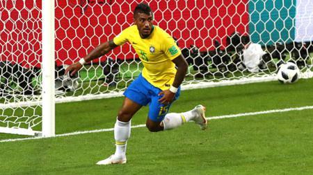 Paulinho saat mencetak gol ke gawang Serbia di Piala Dunia 2018. - INDOSPORT