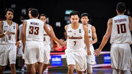 Timnas Basket Indonesia melakukan selebrasi. - INDOSPORT