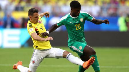 Keita Balde (kanan) saat dikejar oleh Santiago Arias di Piala Dunia 2018. - INDOSPORT