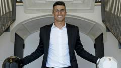 Indosport - Joao Cancelo saat resmi gabung Juventus.