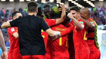 Para pemain Belgia merayakan gol yang dicetak Januzaj ke gawang Timnas Inggris. - INDOSPORT