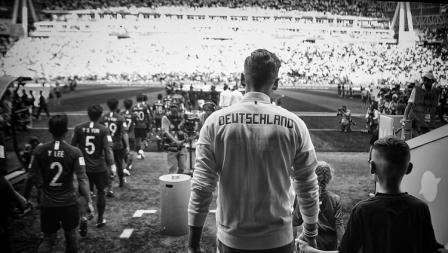 Penggawa Timnas Jerman memasuki lapangan dalam laga hidup mati menghadapi Korea Selatan di Grup F Piala Dunia 2018.