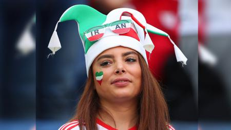 Wanita cantik ini memiliki cara tersendiri untuk mendukung negaranya Iran. - INDOSPORT