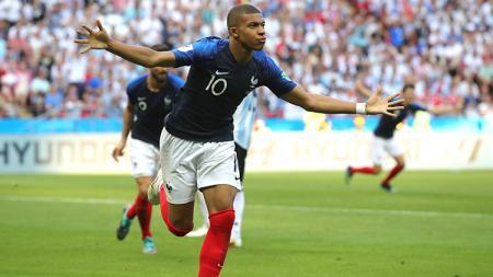 Kylian Mbappe berselebrasi setelah berhasil mencetak gol ke gawang Argentina. - INDOSPORT