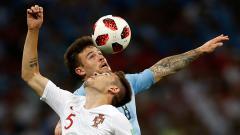 Indosport - Raksasa sepak bola Serie A Liga Italia, Juventus, tampaknya sedang gigit jari lantaran Cagliari justru menawarkan Nahitan Nandez (biru) ke Arsenal dan Chelsea.