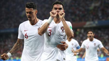 Pepe sempat memperkecil kedudukan Portugal atas Uruguay. - INDOSPORT