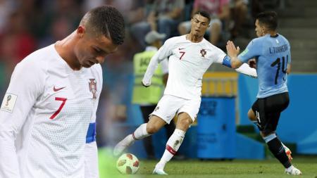 Cristiano Ronaldo tertunduk lesu karena Portugal hanya mampu sampai 16 besar dikalahkan Uruguay. - INDOSPORT