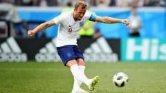 Indosport - Harry Kane melepaskan tendangan penalti dalam laga Inggris vs Panama di Piala Dunia 2018.