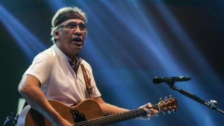 Penyanyi kawakan Indonesia Iwan Fals. - INDOSPORT