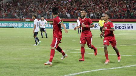 Selebrasi para pemain Timnas U-19 usai mencetak gol ke gawang Laos. - INDOSPORT