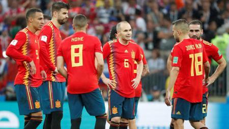 Skuat Spanyol tertunduk lesu. - INDOSPORT