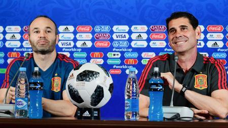 Andres Iniesta dan Fernando Hierro - INDOSPORT
