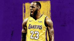Indosport - LeBron James dengan jersey LA Lakers.